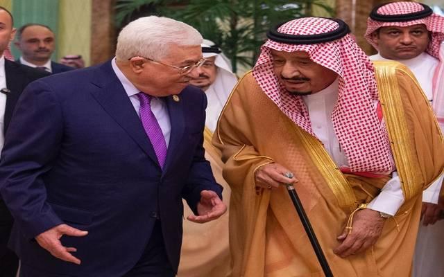 خادم الحرمين الشريفين، الملك سلمان بن عبدالعزيز آل سعود، خلال لقاء الرئيس الفلسطيني محمود عباس في الرياض 16 أكتوبر/ تشرين الماضي