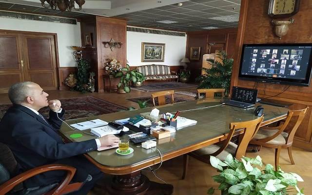 جانب من اجتماع الوزير بقيادات الوزارة عبر الفيديو كونفرانس