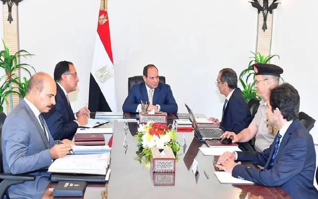 اجتماع الرئيس المصري عبد الفتاح السيسي مع رئيس الوزراء ووزير الاتصالات