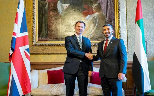 وزيرا خارجية الإمارات وبريطانيا يبحثان العلاقات الثنائية والقضايا المشتركة بالمنطقة