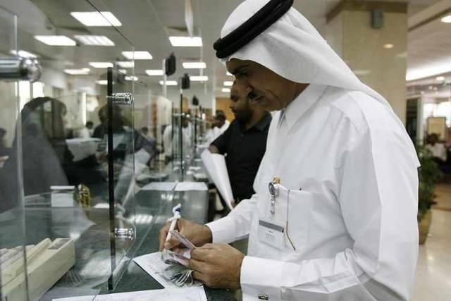أحد عملاء البنوك بدولة الإمارات