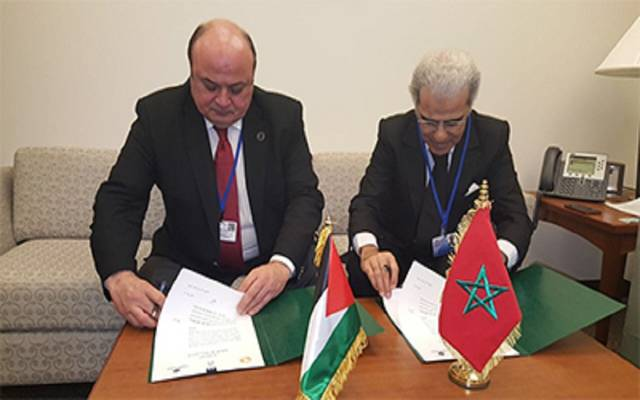 جانب من توقيع الاتفاقية بين الجانبين الفلسطيني والمغربي