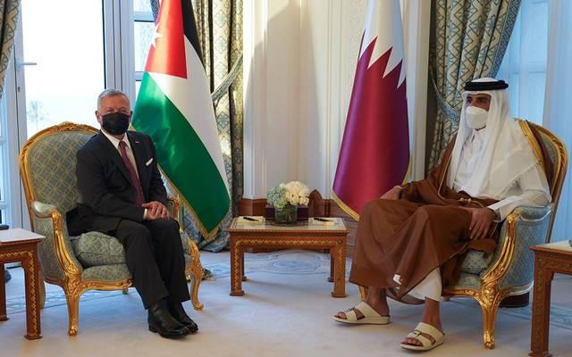 أثناء عقد جلسة المباحثات بين أمير قطر وملك الأردن