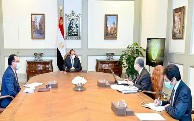السيسي يوجِّه بتطوير البنية الأساسية الكهربائية في قرى الريف المصري