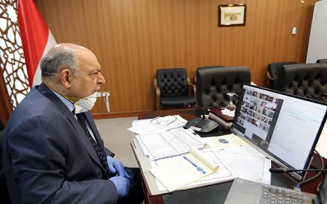 جانب من اجتماع مجلس الوزراء العراقي الأسبوعي يرأسه وزير النفط ثامر الغضبان عبر دائرة تلفزيونية مغلقة