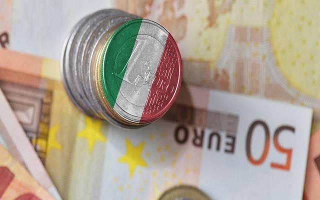 خسائر قوية للأسهم والسندات الإيطالية مع التوترات السياسية