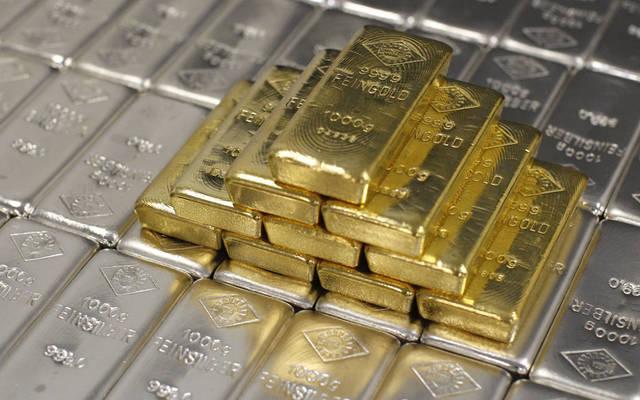 الذهب يتراجع ويتجه لتحقيق ارتفاع أسبوعي