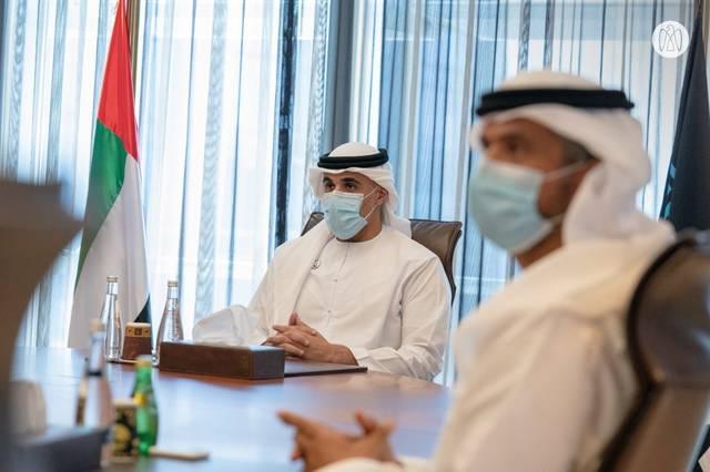 إلى اليسار من الصورة  الشيخ خالد بن محمد بن زايد آل نهيان عضو المجلس التنفيذي لإمارة أبوظبي أثناء الزيارة