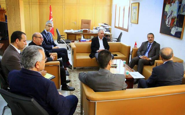 جانب من اجتماع وزير الصحة التونسي مه مدير عام الاتحاد الدولي للبنوك