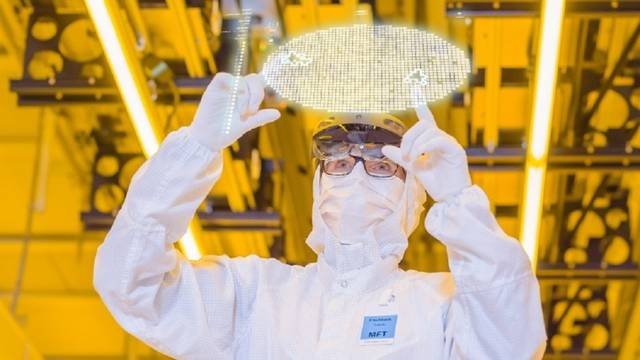 Bosch opens EUR 1bn chip plant in Germany