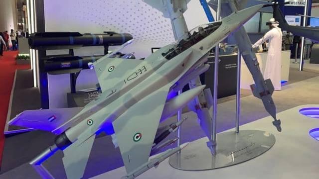 طائرة حربية في معرض دبي للطيران