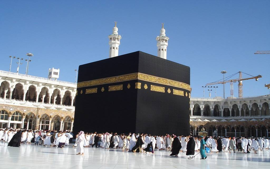 """السعودية تعلق رحلات العمرة والسياحة مؤقتاً لمنع وصول """"كورونا"""""""