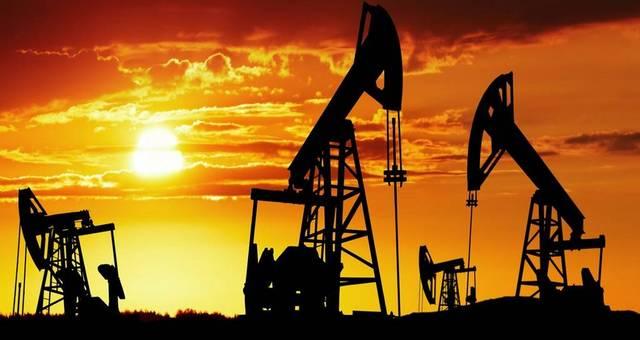 محدث.. النفط يتراجع 6.5% ليسجل أدنى تسوية منذ 2002