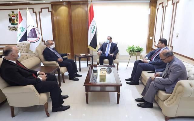 وزير التخطيط العراقي خلال استقباله السفير الإماراتي