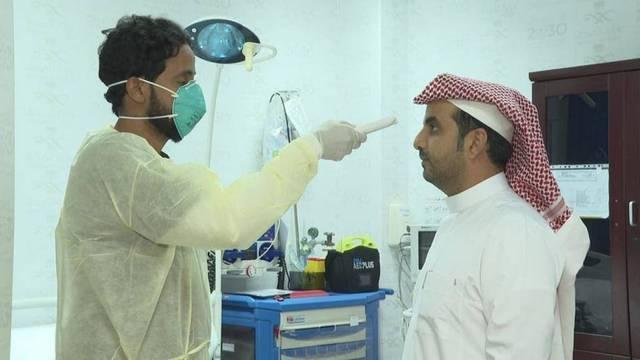فحوص طبية لاكتشاف فيروس كورونا للمواطنين بمستشفى بالسعودية