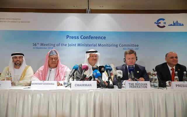 وزير الطاقة السعودي خلال اجتماع اللجنة الوزارية لمراقبة الإنتاج في مؤتمر الطاقة العالمي بأبوظبي اليوم