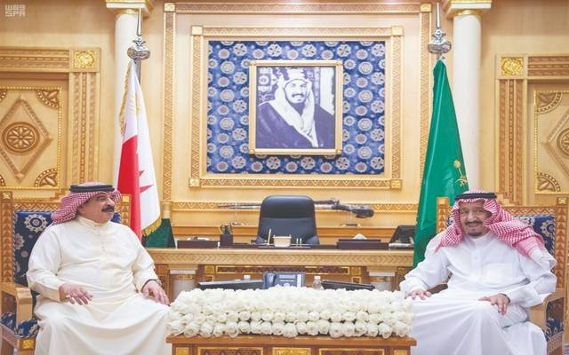 الملك سلمان خلال لقاء سابق بملك البحرين