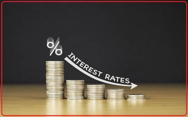 منحنى العائد وتوقعات السوق.. هل يضطر الفيدرالي لخفض الفائدة 0.5%؟