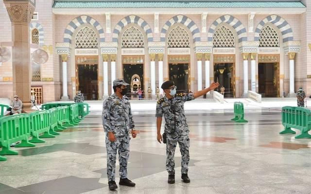 قوات الأمن الخاصة بالأمن العام تتابع تنفيذ الإجراءات الاحترازية والتدابير الوقائية لمواجهة جائحة كورونا في الحرم النبوي