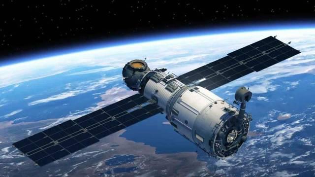 """""""الإمارات للفضاء"""": 7 أقمار اصطناعية بمرحلة التصنيع حالياً"""
