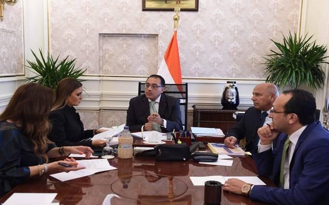 خلال اجتماع رئيس مجلس الوزراء، مع وزيرة الاستثمار، ووزير النقل