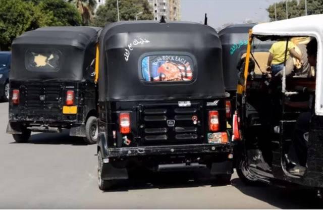 صورة لتوكتوك بأحد شوارع مصر