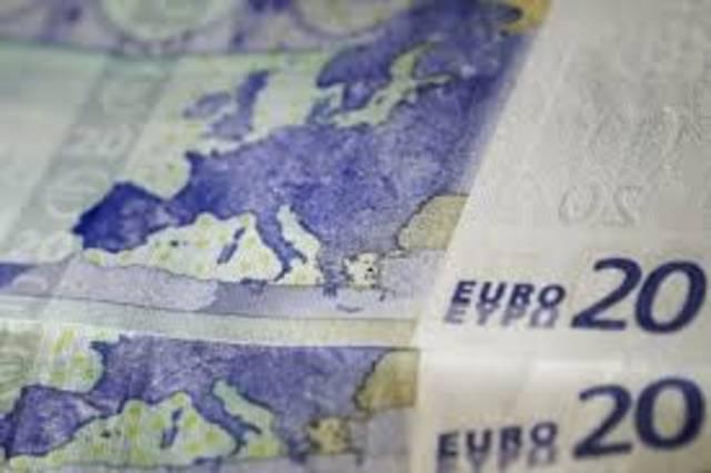 Euro hits 2-week trough as dollar advances
