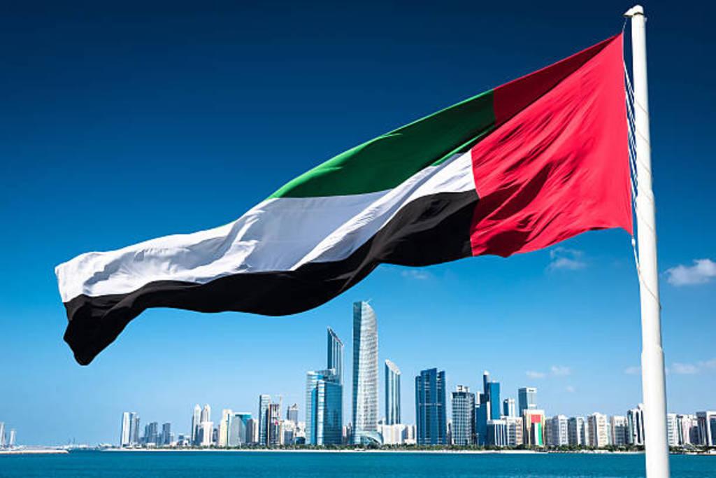 الإمارات تمنح الإقامة الذهبية للأطباء المقيمين في الدولة