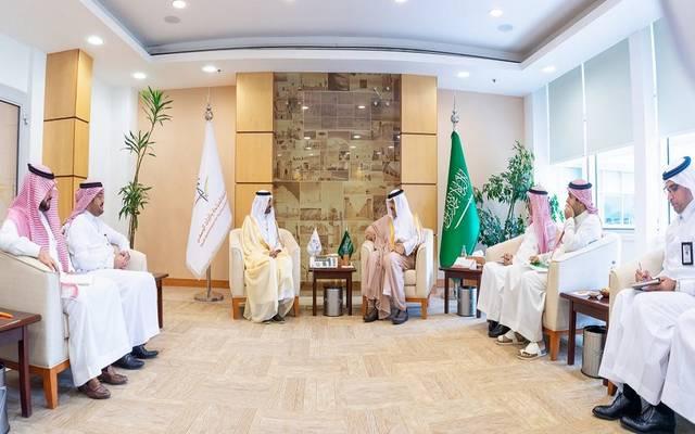 جانب من اللقاء بين الأمير سلطان بن سلمان ووزير العمل