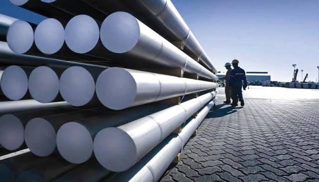 أحد مصانع  الألومنيوم بدولة الإمارات