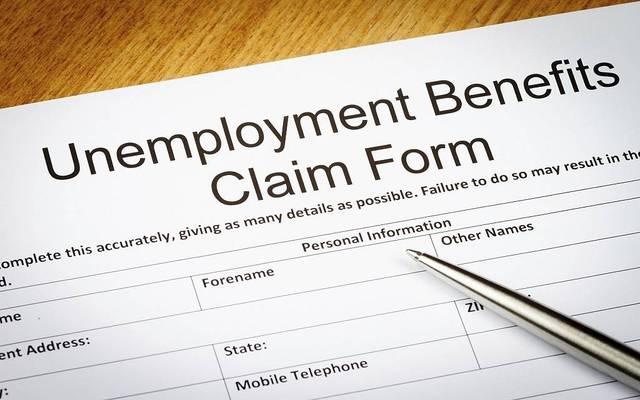 طلبات إعانة البطالة الأمريكية تهبط لأدنى مستوى في شهرين