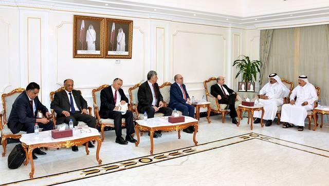 غرفة قطر تطالب بتعزيز وجود العمالة التونسية بالبلاد