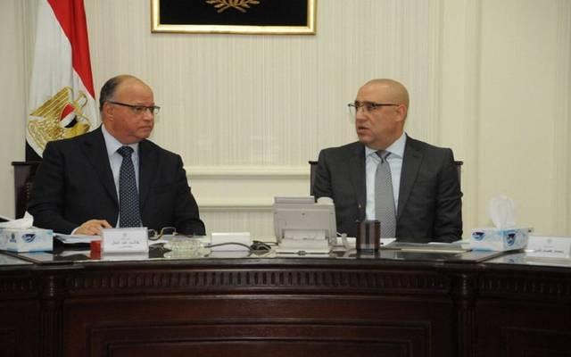 وزير الإسكان يتابع مشروعات تطوير المناطق العشوائية بالقاهرة