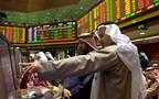 مستثمرون يتابعون التادولات ببورصة الكويت
