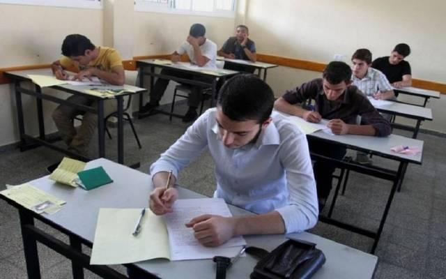 طلاب بأحد المدارس