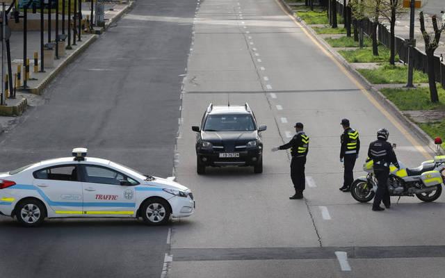 القوات الأمنية خلال الحظر