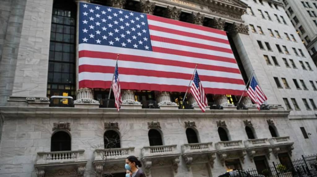 ثقة المستهلكين الأمريكيين ترتفع خلال يناير بأكثر من المتوقع