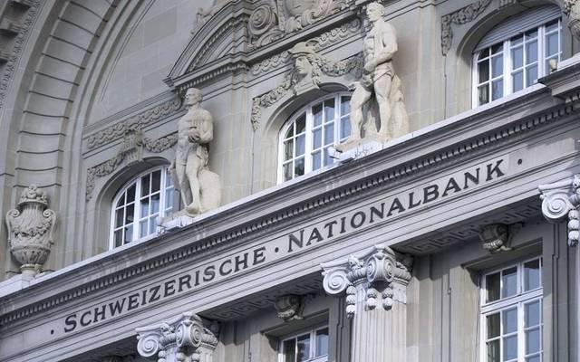 المركزي السويسري يثبت معدل الفائدة ويرفع تقديرات التضخم