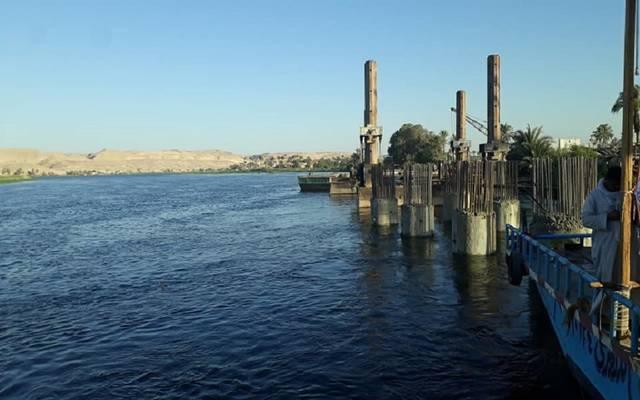 بالصور..وزير النقل يتفقد تنفيذ المرحلة الأولى لمحور ديروط على النيل