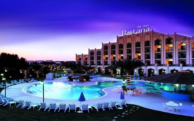 يضم الفندق 200 غرفة