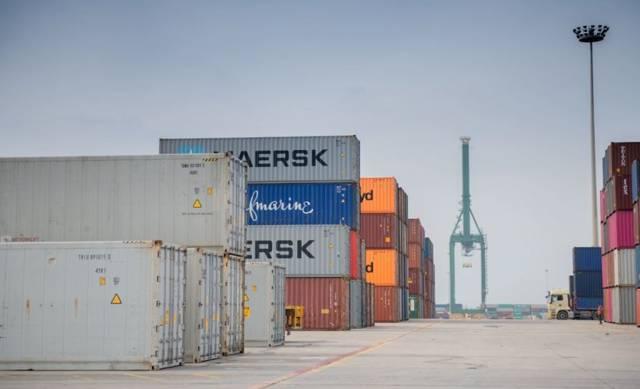 حاويات بميناء الملك عبدالعزيز بالدمام