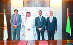 """مسؤولون من مصرف عجمان وبنك رسملة الاستثماري المحدود """"رسملة"""" أثناء حفل إطلاق الشركة الجديدة"""