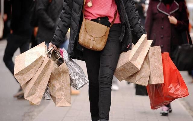استقرار ثقة المستهلكين في الولايات المتحدة بعكس التوقعات