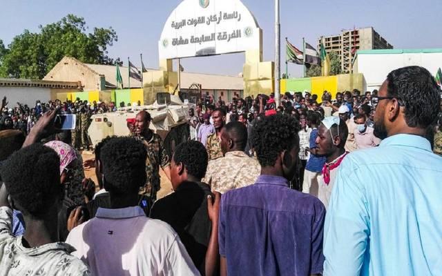 وزير الدفاع السوداني يعلن تشكيل مجلس عسكري واقتلاع النظام