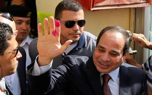 الوزراء المصري يتابع عملية الاستفتاء على الدستور بالداخل..والسيسي يدلي بصوته