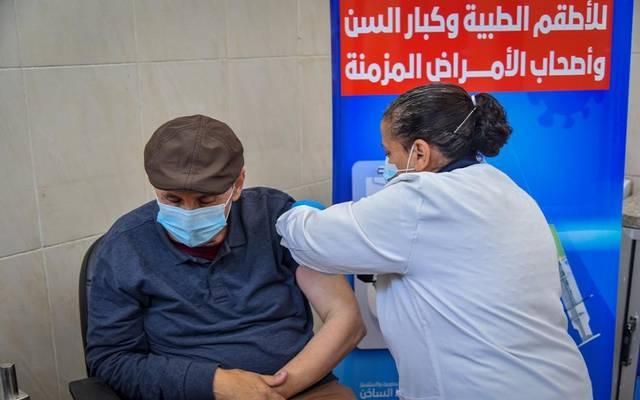 حملة تطعيم كبار السن في مصر بلقاح كورونا