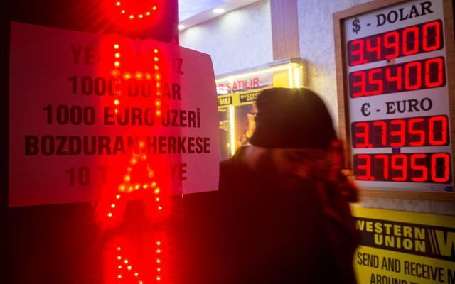 6 تساؤلات حول انهيار الليرة وأزمة اقتصاد تركيا