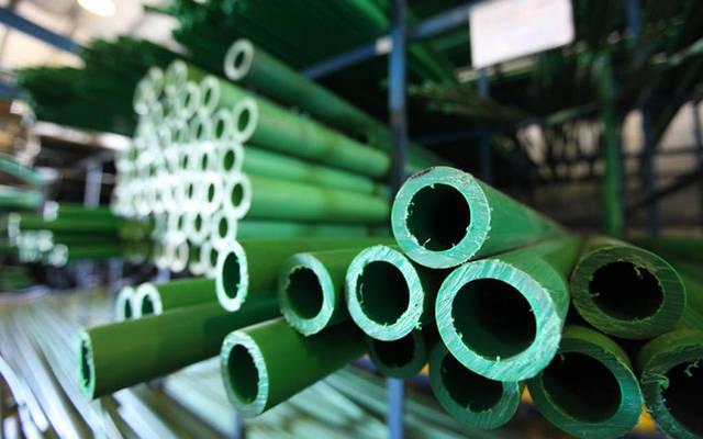تعمل الشركة في استيراد المواد الخام ومعالجتها وتحويلها الى عبوات وانابيب بلاستيكية جاهزة للاستعمال