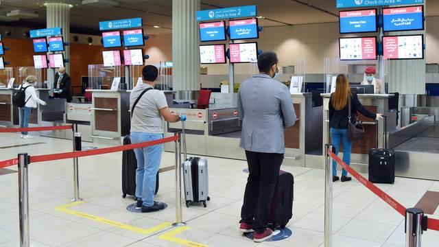 طيران الإمارات توقع اتفاقية للتحقق إلكترونياً من اختبارات كورونا للمسافرين