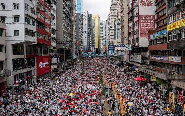 دولار هونج كونج يتجاهل التظاهرات ويرتفع لأعلى مستوى منذ ديسمبر